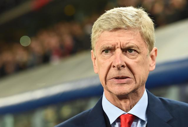 Arsenal's French manager Arsene Wenger looks on prior to a UEFA Champions League group stage football match Anderlecht vs Arsenal at the Constant Vanden Stock stadium in Anderlecht on October 22, 2014 (AFP Photo/Emmanuel Dunand)