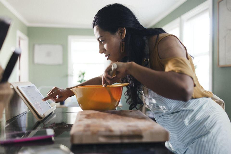 <p>An online cooking class can help bring out mom's inner Julia Child. Let her pick her favorite food genre while you find the instructor and menu.</p>