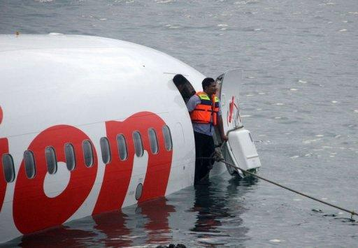 Cabeza del avión de Lion Air accidentado este 13 de abril de 2013 al intentar aterrizar en Bali.