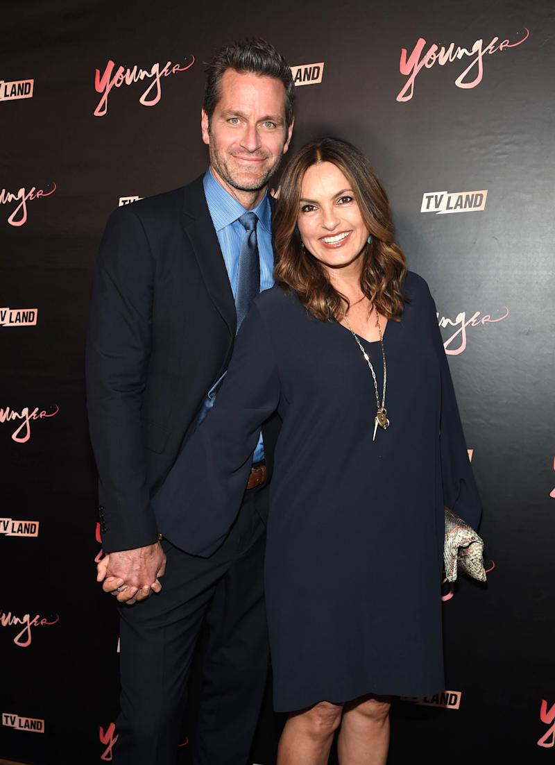 Mariska Hargitay and Peter Hermann Reveal Their Marriage Secrets (  Dun, Dun )