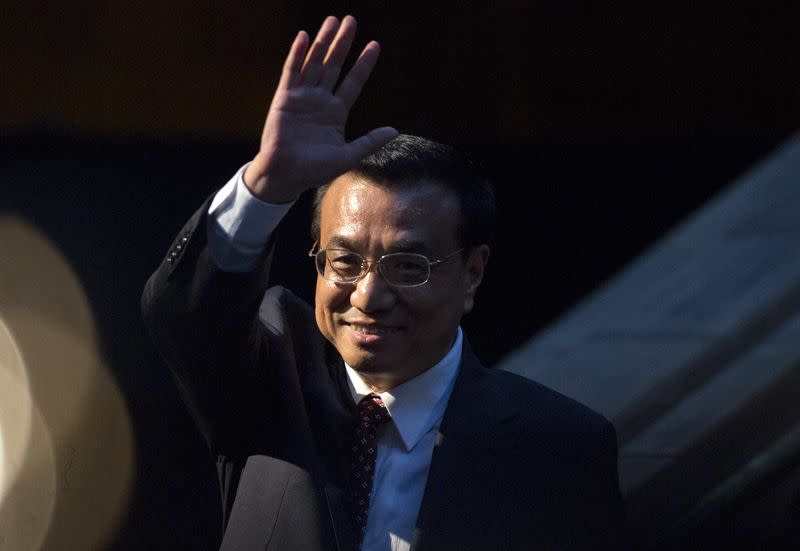 Chinese Premier Li Keqiang waves after delivering a speech at a China-Britain Business Council dinner in London