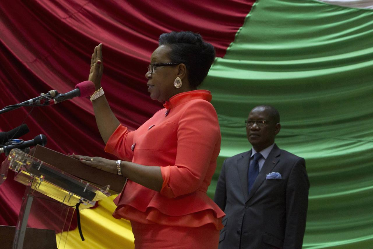 The new parliamentary-elected interim President of the Central African Republic Catherine Samba-Panza swears an oath during her swearing-in ceremony at the National Assembly in the capital Bangui January 23, 2014. REUTERS/Siegfried Modola (CENTRAL AFRICAN REPUBLIC - Tags: POLITICS)