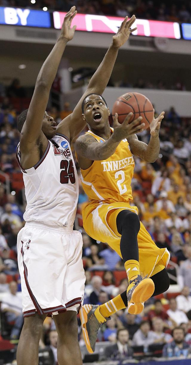 Tennessee guard Antonio Barton (2) shoots over Massachusetts' Cady Lalanne during the first half of an NCAA college basketball second-round tournament game, Friday, March 21, 2014, in Raleigh, N.C. (AP Photo/Gerry Broome)