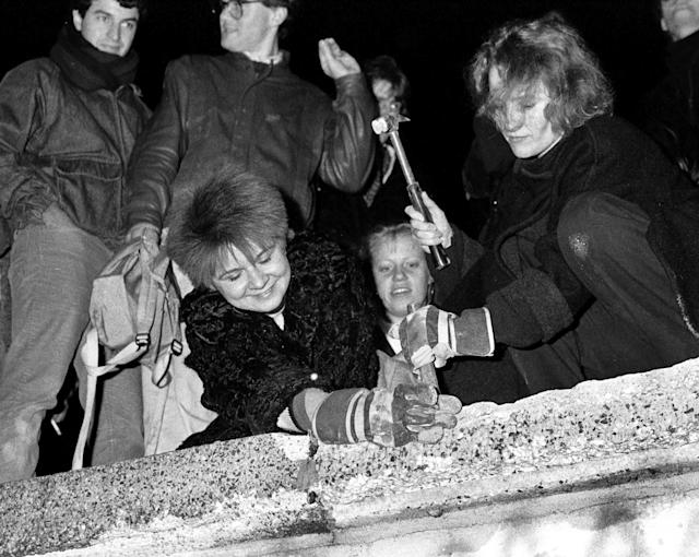 Berliners take a hammer and chisel to a section of the Berlin Wall in front of the Brandenburg Gate. (Photo: Fabrizio Bensch/Reuters)