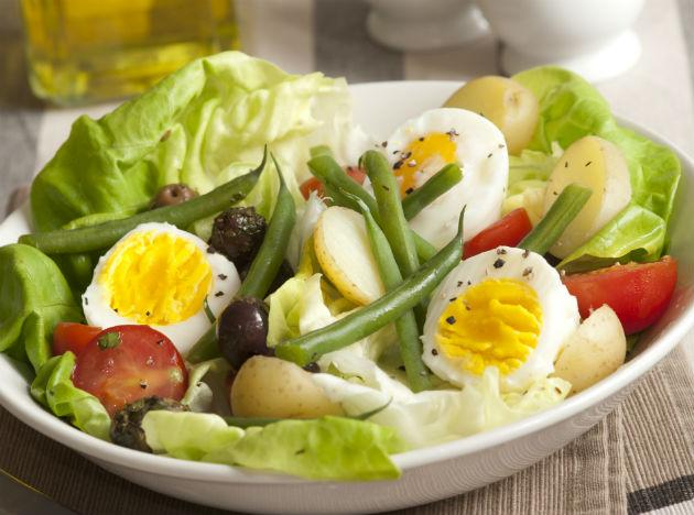 "<p><strong>Eggs</strong><br /><br />Eggs are a great source of protein, which means they will fill you up and ensure that you feel fuller for longer. They are also an excellent food to eat before your big night out because they contain no yeast or sugars. This is great news because both sugars and yeast can trigger bloating and can cause problems for your digestion.<br /><br /><strong>How to eat it:</strong> You could make a vegetable frittata, an omelette or have a boiled egg salad. <br />Read more on realbuzz.com...<br /><a href=""http://us.lrd.yahoo.com/_ylt=AkJOq4eI8PON1rRTGZmPsI0_wuR_;_ylu=X3oDMTFqMDgxZXM0BG1pdANBcnRpY2xlIEJvZHkEcG9zAzEEc2VjA01lZGlhQXJ0aWNsZUJvZHlBc3NlbWJseQ--;_ylg=X3oDMTMxZnFrODQxBGludGwDaW4EbGFuZwNlbi1pbgRwc3RhaWQDMzg0NWQ5MDktNDdjYi0zMGU4LTg3OGItOWFhYmFlYThjMDBjBHBzdGNhdANoZWFsdGgtZml0bmVzcwRwdANzdG9yeXBhZ2U-;_ylv=0/SIG=12imca8mp/EXP=1362031123/**http%3A//www.realbuzz.com/articles/new-year-s-eve-survival-guide"" target=""_blank"">New Year's Eve survival guide</a><br /><a href=""http://us.lrd.yahoo.com/_ylt=AsTt9XO5y4lcWgeX8Te27x8_wuR_;_ylu=X3oDMTFqaWd2Ymg3BG1pdANBcnRpY2xlIEJvZHkEcG9zAzIEc2VjA01lZGlhQXJ0aWNsZUJvZHlBc3NlbWJseQ--;_ylg=X3oDMTMxZnFrODQxBGludGwDaW4EbGFuZwNlbi1pbgRwc3RhaWQDMzg0NWQ5MDktNDdjYi0zMGU4LTg3OGItOWFhYmFlYThjMDBjBHBzdGNhdANoZWFsdGgtZml0bmVzcwRwdANzdG9yeXBhZ2U-;_ylv=0/SIG=12ni365ln/EXP=1362031123/**http%3A//www.realbuzz.com/articles/top-7-christmas-beauty-tips-gb-en/"" target=""_blank"">Top 7 Christmas beauty tips</a><br /><a href=""http://us.lrd.yahoo.com/_ylt=ArxaqsR6G7MDPJqbc64L7PE_wuR_;_ylu=X3oDMTFqaTNjbzlmBG1pdANBcnRpY2xlIEJvZHkEcG9zAzMEc2VjA01lZGlhQXJ0aWNsZUJvZHlBc3NlbWJseQ--;_ylg=X3oDMTMxZnFrODQxBGludGwDaW4EbGFuZwNlbi1pbgRwc3RhaWQDMzg0NWQ5MDktNDdjYi0zMGU4LTg3OGItOWFhYmFlYThjMDBjBHBzdGNhdANoZWFsdGgtZml0bmVzcwRwdANzdG9yeXBhZ2U-;_ylv=0/SIG=11nlelut6/EXP=1362031123/**http%3A//www.facebook.com/realbuzzcom"" target=""_blank"">Follow realbuzz on Facebook</a></p>"
