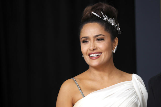 Salma Hayek (pictured at the Oscars in February) opted for a more low-maintenance look in her latest selfie. (Photo: REUTERS/Lucas Jackson)