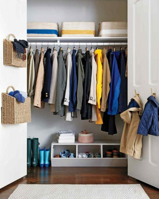 <p>It's easy to think of you closet in three divided storage areas: floor-level storage, hanging storage, and overhead storage. Include footwear on the floor, wrinkle-prone clothing and accessories to hang, and bigger bins on the upper shelf.</p><p><br /></p>