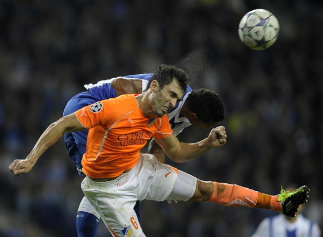 Apoel FC's Brazilian defender Marcelo Oliveira (L) heads the ball with FC Porto's Colombian midfielder Fredy Guarin (R) during their UEFA Champions League Group G football match at the Dragao Stadium in Porto, on October 19, 2011. The match finished with a 1-1 draw. AFP PHOTO / MIGUEL RIOPA (Photo credit should read MIGUEL RIOPA/AFP/Getty Images)