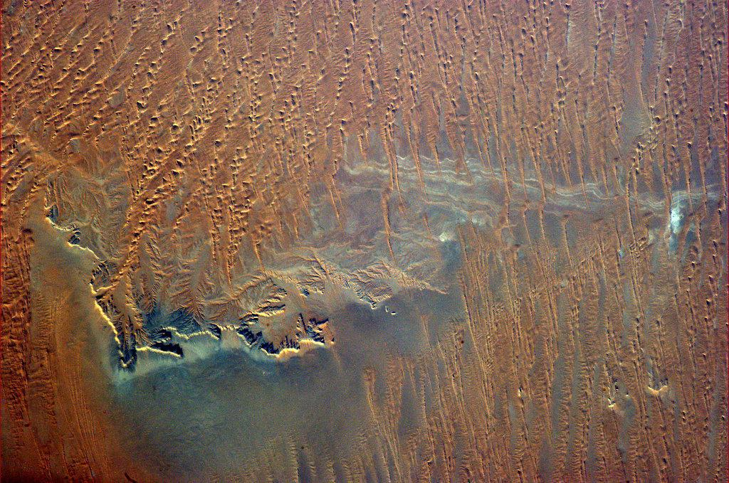 Even from 400 km up you can sense the searing dryness of southern Saudi Arabia. (Chris Hadfield/Twitter)