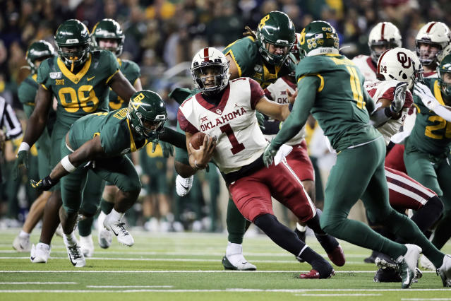 Oklahoma won 34-31 in the first meeting with Baylor. (AP Photo/Ray Carlin)