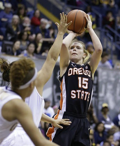 Oregon States' Jamie Weisner (15) shoots against California in the first half of an NCAA college basketball game Sunday, Feb. 24, 2013, in Berkeley, Calif. (AP Photo/Ben Margot)