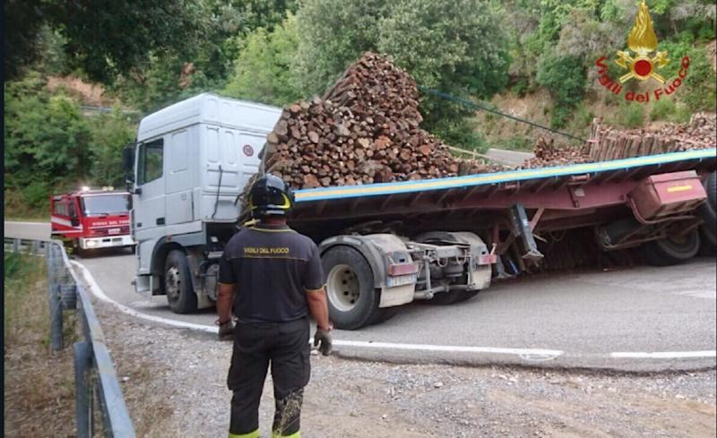 camion perde carico
