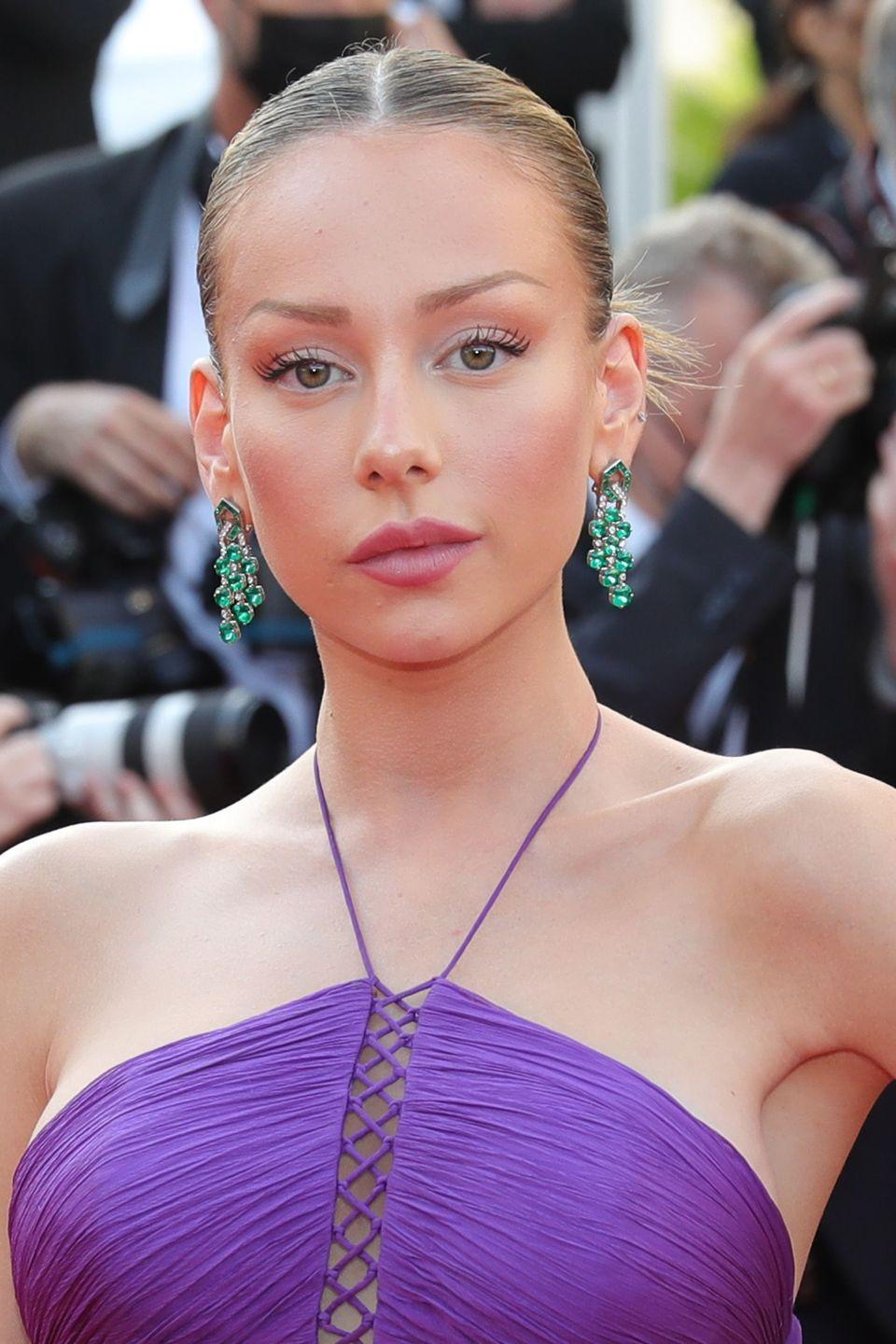 <p>Yet more emeralds and diamonds lit up the red carpet at the screening of Annette, as Spanish star Ester Expósito arrived wearing an exquisite pair of fringed earrings by Bulgari. </p>
