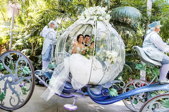 The couple looked like Disney royalty in the Crystal Coach. (White Rabbit Photo Boutique)