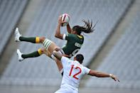 <p>South Africa's Justin Geduld (L) fights for the ball with USA's Martin Iosefo (R) in the men's pool C rugby sevens match between South Africa and the USA during the Tokyo 2020 Olympic Games at the Tokyo Stadium in Tokyo on July 27, 2021. (Photo by Ben STANSALL / AFP)</p>