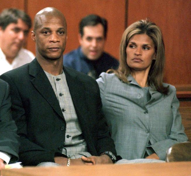 FILE PHOTO: New York Yankees outfielder Darryl Strawberry sits in a court in Tampa. He pleaded no contest to charges of cocaine possession and solicitation for prostitution and was sentenced to 18 months probation and community service.