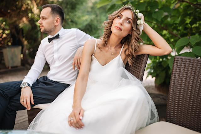 The bride went ahead with her wedding after her parents were in a car crash. [Photo: Getty]