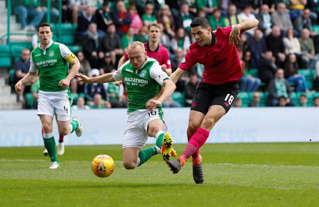 Soccer Football - Scottish Premiership - Hibernian v Celtic - Easter Road, Edinburgh, Britain - April 21, 2018 Celtic's Tom Rogic in action with Hibernian's Dylan McGeouch REUTERS/Russell Cheyne
