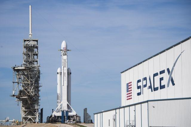 SpaceX to simulate astronaut ejection in final test