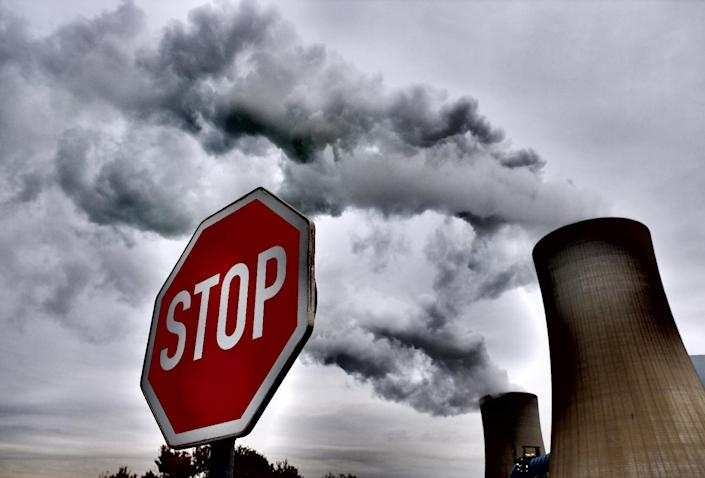 The Neurath coal-fired power plant in Rommerskirchen, western Germany (AFP Photo/Patrik Stollarz)
