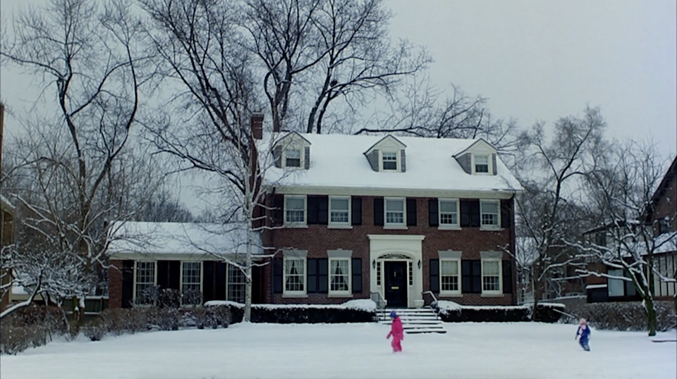 """<p> And, now, the extremely underrated home in <em>Planes, Trains & Automobiles</em>. You might be quick to forget this because Steve's character, Neal, doesn't spend much time there but there's a reason he is trying so hard to make it home for Thanksgiving: the house is stunning. The brick home is a classic colonial with 6-bedrooms and is actually located in Kenilworth, Illinois. It sold for $1.4 million in 2009.</p><p><a class=""""link rapid-noclick-resp"""" href=""""https://www.amazon.com/Planes-Trains-Automobiles-Steve-Martin/dp/B009DW0ML8/ref=sr_1_1?s=instant-video&ie=UTF8&qid=1543876318&sr=1-1&keywords=planes+trains+and+automobiles&tag=syn-yahoo-20&ascsubtag=%5Bartid%7C10063.g.35507124%5Bsrc%7Cyahoo-us"""" rel=""""nofollow noopener"""" target=""""_blank"""" data-ylk=""""slk:WATCH ON AMAZON PRIME"""">WATCH ON AMAZON PRIME</a></p>"""
