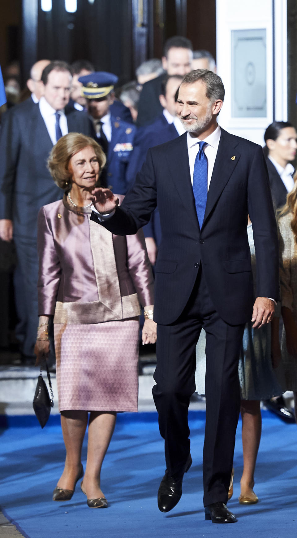 OVIEDO, SPAIN - OCTOBER 18: (L-R) Queen Sofia and King Felipe VI of Spain attend the 2019 Princess of Asturias Awards at the Campoamor Teather on October 18, 2019 in Oviedo, Spain. (Photo by Juan Manuel Serrano Arce/WireImage)