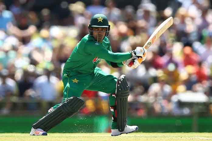 <p><strong>Lahore, Aug 17 (Cricketnmore)</strong>: The Pakistan Cricket Board (PCB) has announced that it would serve Umar Akmal with a show-cause notice even as head coach Micky Arthur brushed aside the allegations levelled against him by the middle order batsman.</p>