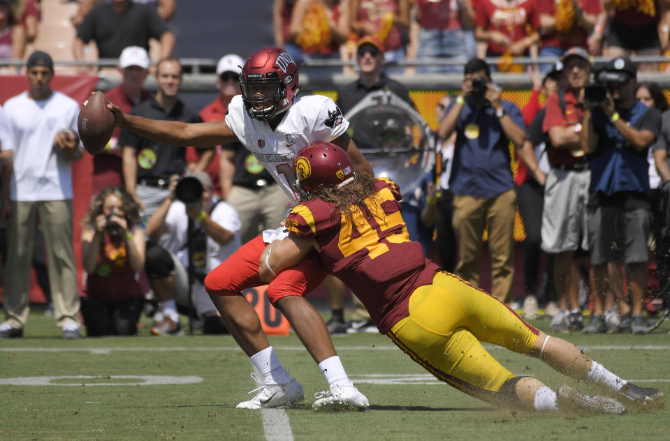 """USC linebacker <a class=""""link rapid-noclick-resp"""" href=""""/ncaaf/players/255257/"""" data-ylk=""""slk:Porter Gustin"""">Porter Gustin</a> has been involved in a few controversial plays this season. (AP Photo/Mark J. Terrill)"""