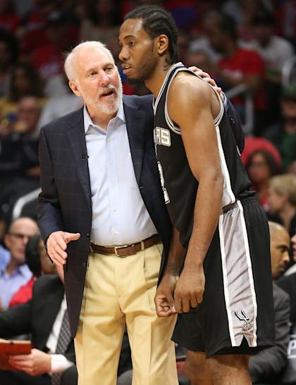 Spurs coach Gregg Popovich and Kawhi Leonard. (Getty Images)