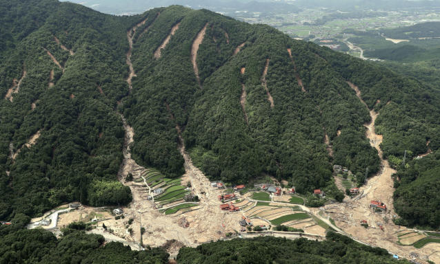 <p>This photo shows the sites of landslides in Kure, Hiroshima prefecture, southwestern Japan Wednesday, July 11, 2018. (Photo: Kyodo News via AP) </p>