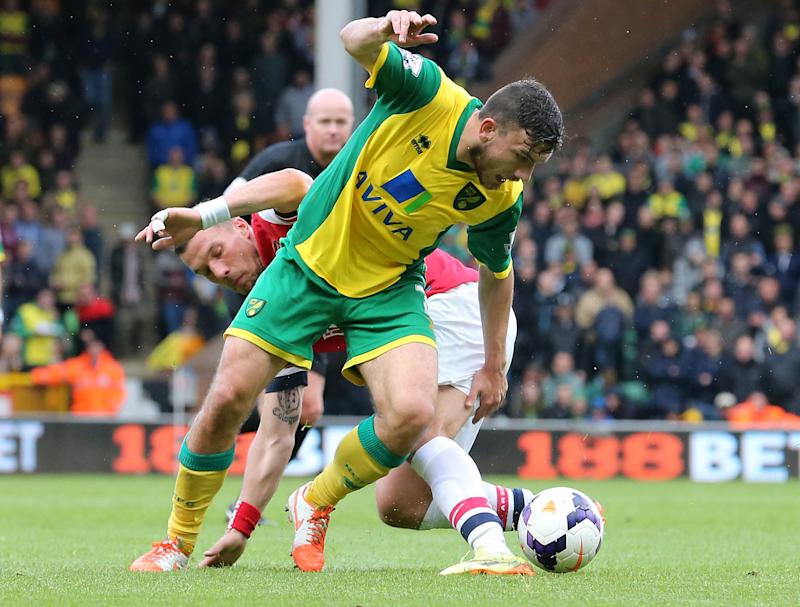 Scottish striker Robert Snodgrass (R) plays for Norwich City at the club's Carrow Road ground on May 11, 2014, before joining Hull City