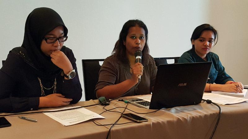 Pemantau team member Lena Hendry (centre) with Bersih 2 steering committee members Fadiah Nadwa Fikri (left) and Baira Amran at the press conference. May 6, 2016. — Picture by Sulok Tawie