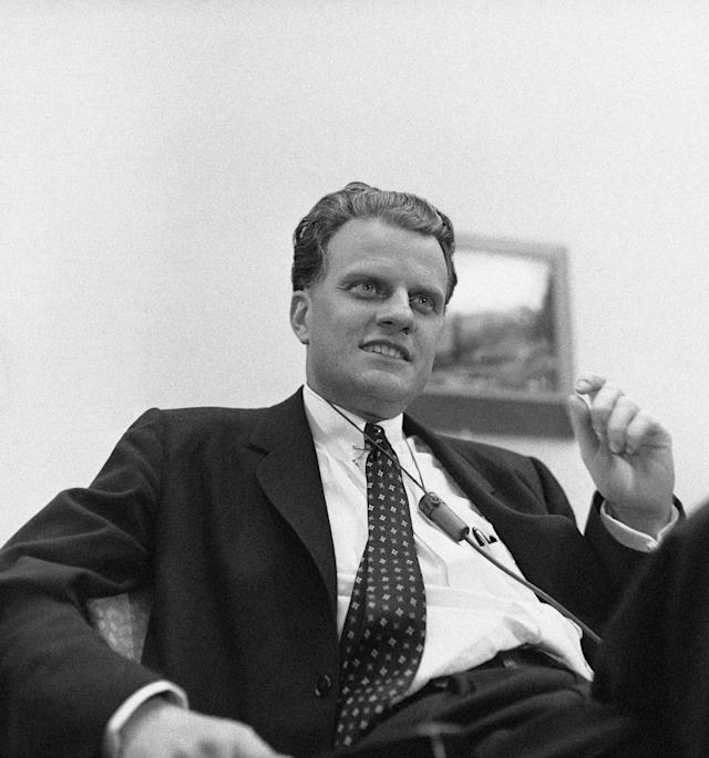 <p>Billy Graham addresses a press conference at Minneapolis Airport on Jan. 12, 1959, on his arrival from Dallas, Texas. He was en route to the Mayo Clinic in Rochester, Minn., for treatment of an eye ailment. (Photo: AP) </p>