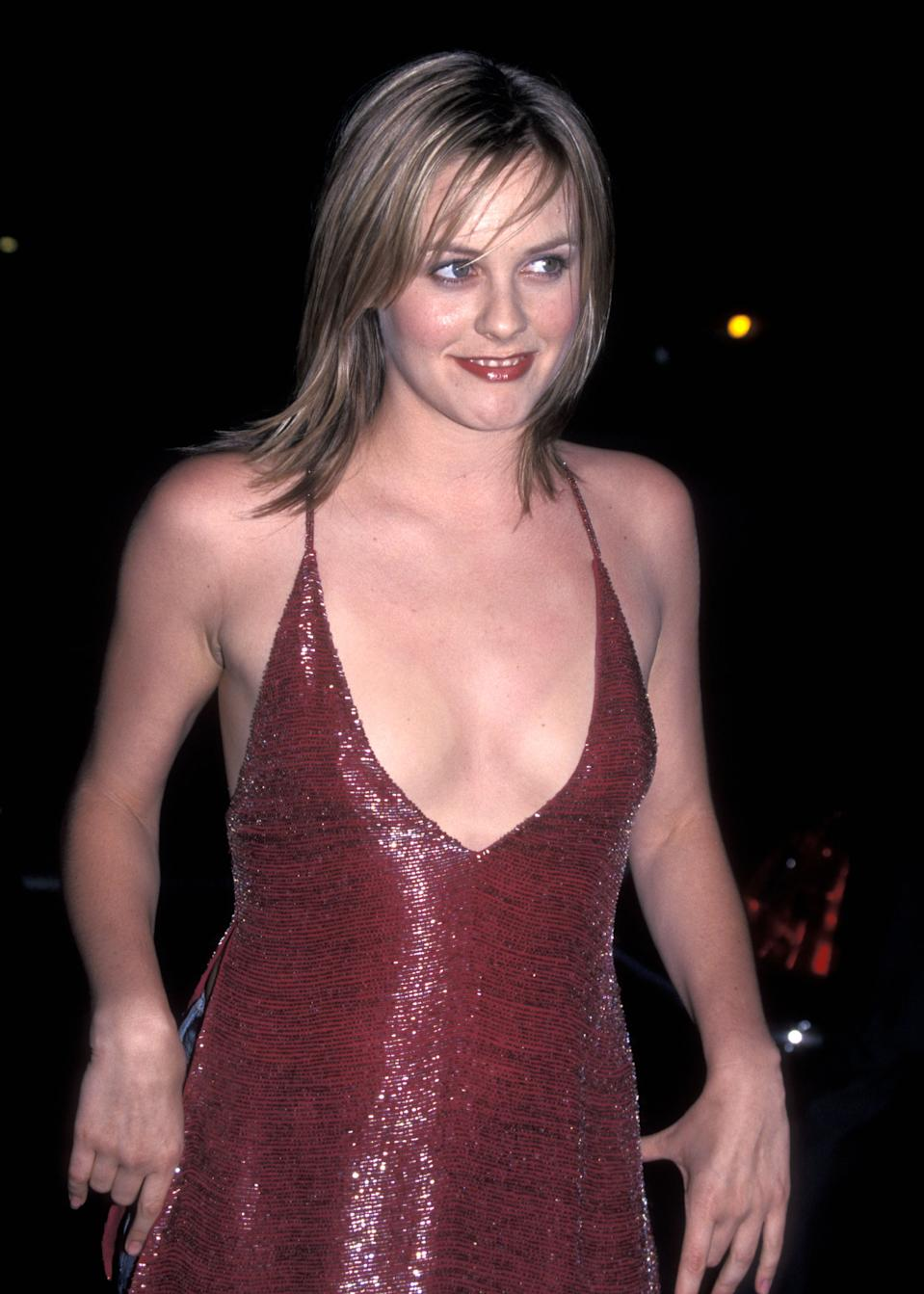 Actress Alicia Silverstone attends the Mouline Rouge Beverly Hills Premiere on May 16, 2001 at Samuel Goldwyn Theatre in Beverly Hills, California. (Photo by Ron Galella, Ltd./Ron Galella Collection via Getty Images)