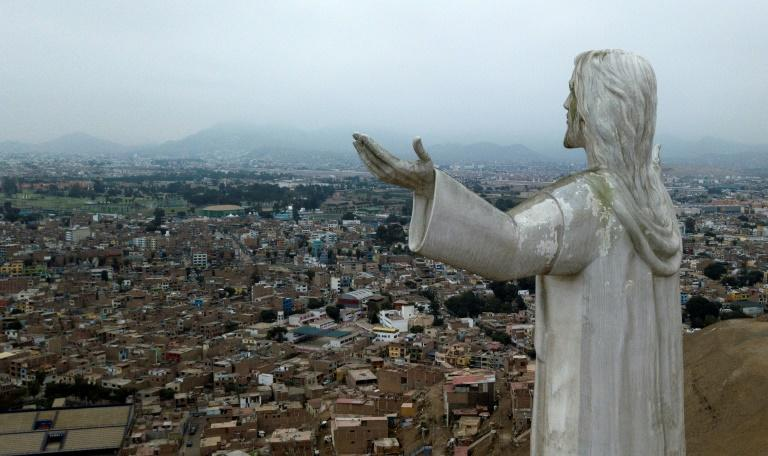 """The """"Christ of the Pacific"""" statue that looms over Peru's capital is viewed by some as a symbol of corruption, and thousands are demanding that it be removed (AFP Photo/Cris BOURONCLE)"""