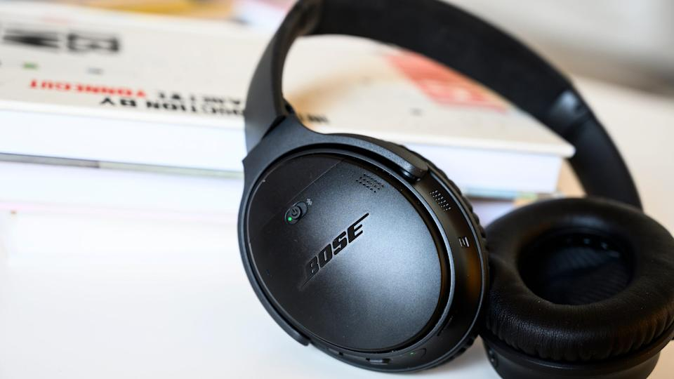 The Bose QuietComfort 35 II have a long-lasting battery, a comfortable fit and fantastic noise cancelation technology.