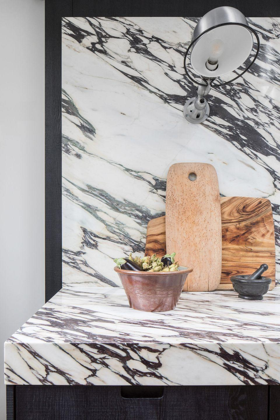 """<p>If you don't want plain white countertops in your white kitchen, marble makes for a visually interesting alternative. With a huge variety of colour options, from classic grey-toned veins, to soft pink or deep reds. <a href=""""https://www.housebeautiful.com/uk/decorate/kitchen/a36556398/kitchen-worktops/"""" rel=""""nofollow noopener"""" target=""""_blank"""" data-ylk=""""slk:Read our guide to kitchen worktops"""" class=""""link rapid-noclick-resp"""">Read our guide to kitchen worktops</a>.</p><p>Pictured: <a href=""""https://roundhousedesign.com/design-collection/kitchen-type/metro/wilbur/"""" rel=""""nofollow noopener"""" target=""""_blank"""" data-ylk=""""slk:Wilbur Kitchen by Roundhouse"""" class=""""link rapid-noclick-resp"""">Wilbur Kitchen by Roundhouse</a></p>"""
