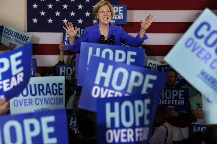 Democratic presidential candidate Elizabeth Warren addresses her supporters during a caucus night rally in Des Moines, Iowa (AFP Photo/CHIP SOMODEVILLA)