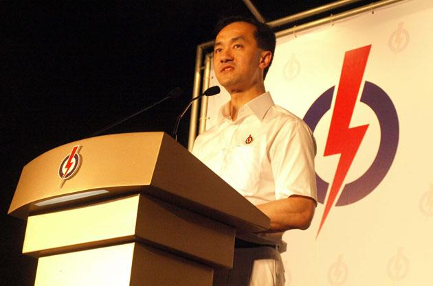 Dr Koh Poh Koon spoke in English, Mandarin and Malay in his maiden rally for the Punggol East by-election.