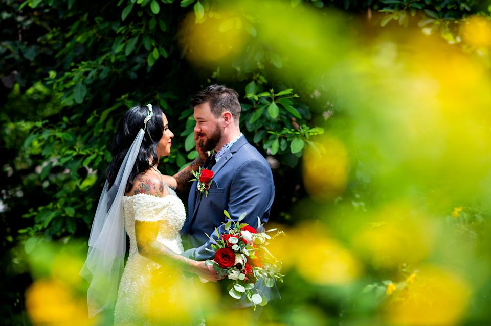 """During a hectic year, the couple said they appreciated the low-stress nature of an elopement. (Photo: <a href=""""https://denuevaphoto.com/"""" target=""""_blank"""">De Nueva Photography</a>)"""