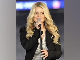 Jessica Simpson spends time with family this Xmas