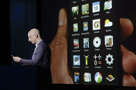 Amazon CEO Jeff Bezos shows off the 3D features of his company's new Fire smartphone at a news conference in Seattle, Washington June 18, 2014. REUTERS/Jason Redmond