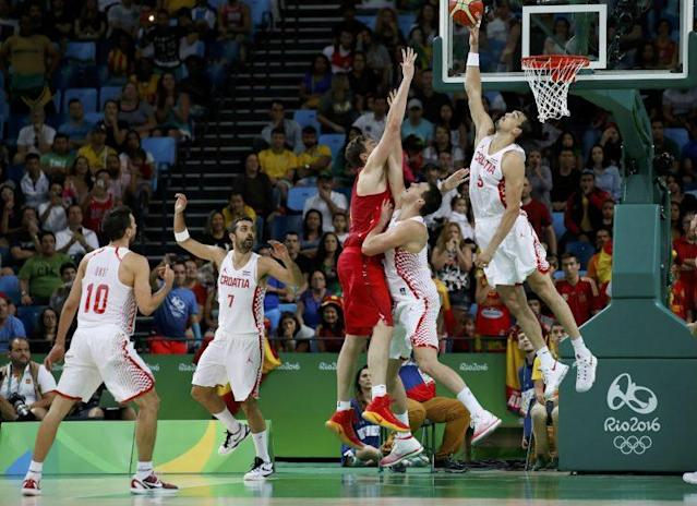 Dario Saric blocks Pau Gasol to preserve the upset win for Croatia over Spain. (REUTERS/Jim Young)