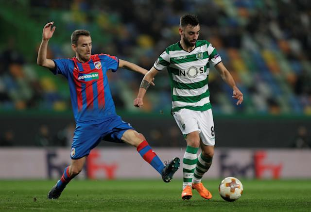 Soccer Football - Europa League Round of 16 First Leg - Sporting CP vs Viktoria Plzen - Estadio Jose Alvalade, Lisbon, Portugal - March 8, 2018 Sporting's Bruno Fernandes in action with Viktoria Plzen's Tomas Horava REUTERS/Rafael Marchante