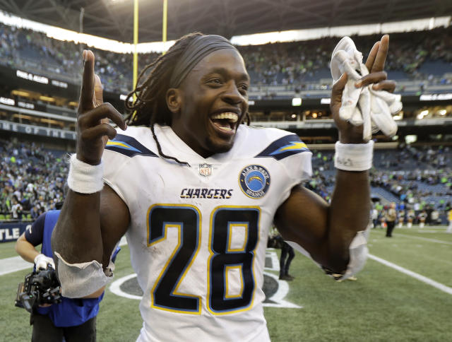 "<a class=""link rapid-noclick-resp"" href=""/nfl/teams/lac"" data-ylk=""slk:Chargers"">Chargers</a> running back Melvin Gordon is on track to return Saturday after missing the past three games with a knee injury. (AP)"