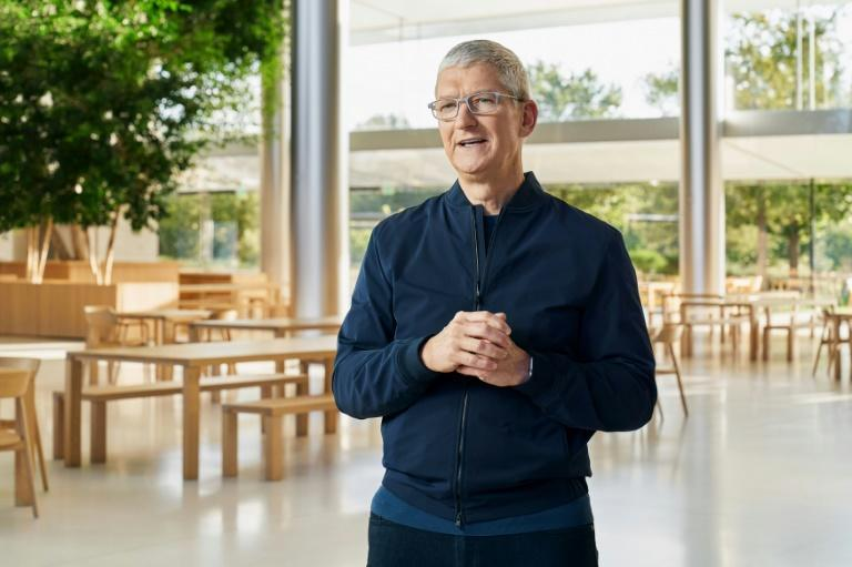 Tim Cook, el jefe de Apple, pronuncia un discurso en Apple Park, Cupertino, en California, el 10 de noviembre de 2020