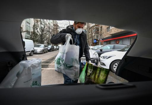 Voluntary groups have sprung up in Romania to organise home deliveries of essential supplies for the elderly and vulnerable