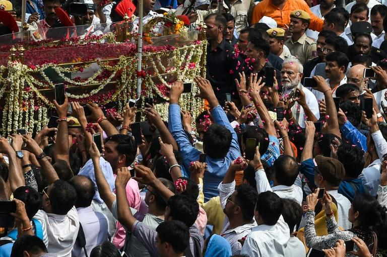 Huge crowds, including Prime Minister Narendra Modi, escorted the coffin of Atal Bihari Vajpayee