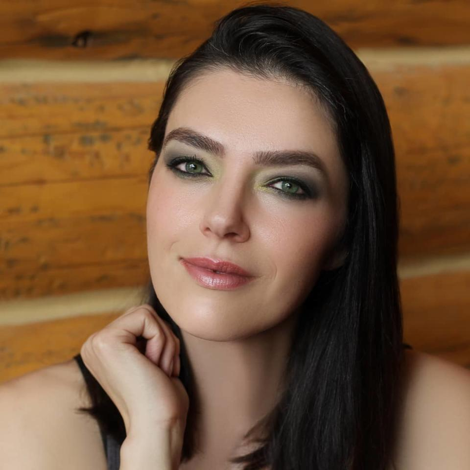 """Former reality-TV star Adrianne Curry, now an Avon representative, credits the beauty products for making her feel better after a complicated explant surgery: """"It helps."""" (Photo: Facebook)"""