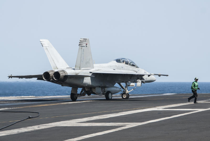 In this picture downloaded from the US Navy website and taken on September 23, 2013, an F/A-18F Super Hornet lands aboard the aircraft carrier USS George H.W. Bush (CVN 77) after conducting strike missions against Islamic State (IS) group targets (AFP Photo/Brian Stephens)